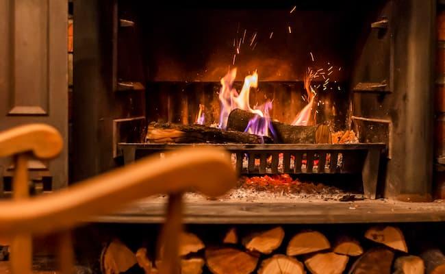 Chimenea de leña puede causar incendio.